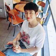 Jung hae in wyws cast Korean Star, Korean Men, Korean Celebrities, Hollywood Celebrities, Asian Actors, Korean Actors, Kpop, Asian Men Hairstyle, Asian Hairstyles