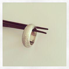 Anillo bombeado diamantado |  clases de orfebrería | solocata@gmail.com