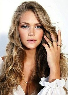 already naturally bronde, but this is a pretty hairstyle!
