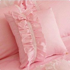 1 million+ Stunning Free Images to Use Anywhere Ruffle Duvet, Pillow Crafts, Sewing Pillows, Baby Pillows, Bed Covers, Baby Sewing, Soft Furnishings, Baby Quilts, Girls Bedroom