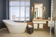 Le Germain Hotel Charlevoix is the most contemporary of country hotels. Ottawa, Architecture Design, Quebec Montreal, Charlevoix, Minimalist Bathroom Design, Country Hotel, Residential Lighting, Minimal Design, Corner Bathtub