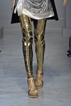 Gold leggings by balenciaga spring/summer They look like armor! Looks Style, Looks Cool, My Style, Style Bold, Gold Style, Fashion Moda, Womens Fashion, Emo Fashion, Runway Fashion