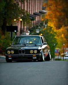 Stanced BMW e28
