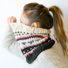 Learn how to make this easy fair isle cowl using leftover yarn scraps in this straightforward tutorial!