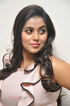 Poorna (Shamna Kasim) Photos [HD]: Latest Images, Pictures, Stills of Poorna (Shamna Kasim) - FilmiBeat Beautiful Muslim Women, Beautiful Girl Indian, Beautiful Indian Actress, Beautiful Actresses, Indian Natural Beauty, Indian Heroine Photo, Muslim Beauty, South Indian Actress, Shamna Kasim