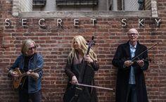 #BREAKING: El trío estrella de Loreena McKennitt publica su primer álbum, Secret Sky --> http://rvwsna.co/1P8npvQ #News #Music