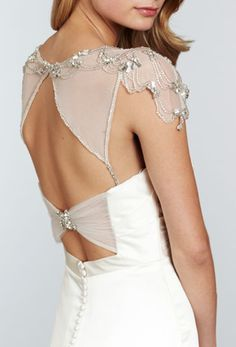 interesting back - like this style sleeve too. Not sure how it would look with tattoos but would like to try on ~L