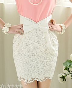 White bow lace pencil skirt. Cute! Pink Large Doll (粉红大布娃娃). Chinese Fashion.