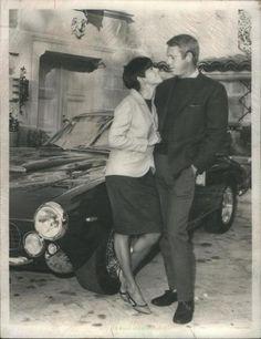 """neile et steve devant leur maison de la belle propriété de """" brentwood """" - hollywood à los - angelès et devant la Ferrari 250 GT lusso No 1 FC 007"""