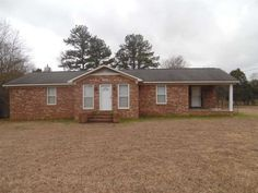 Beautiful brick home with 2 bedroom, 1 bath. Built in 2002, almost like new inside and outside, hardly ever occupied. Single garage attached and detached. Sitting on large lot with city property adjoining back of property in Savannah TN