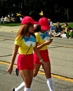 MINE AND SYDNEY'S HALLOWEEN COSTUME 2015 tweedle dee and tweedle dum@t814