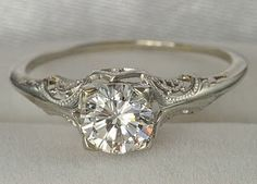 love the antique setting of this ring... omg i think im in love