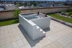 Concrete Whirlpool | Design Example di Dade Design AG | Vasche idromassaggio da giardino