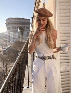7 Chic Ways to Dress like A Parisian 7 Chic Ways To Dress Like a French Women. How to style your clothing to achieve the classic Parisian chic look #frenchstyle #stlye #fashion #street #inspiration #blogger<br> Women around the world have tried to emulate Parisian style for years. It's effortless, distinctive — and has me wondering if there's something French Chic, French Girl Style, French Girls, Teen Style, Fashion Week, Look Fashion, Paris Fashion, Girl Fashion, Fashion Trends