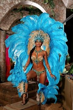 Blue and gold Samba costume Carribean Carnival Costumes, Trinidad Carnival, Caribbean Carnival, Brazilian Carnival Costumes, Carnival Girl, Carnival Outfits, Rio Carnival Costumes, Samba Rio, Samba Brazil