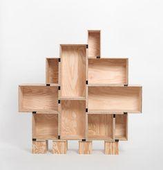 Easiest DIY Bookshelf ever  ,              just wine boxes & binder clips! -                    Cajas de vino y clips de pinza