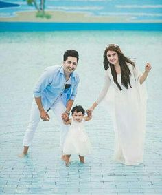 Ayza khan and danish temoor with their daughter