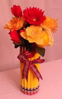 This pencil holder flower arrangement makes an A+ end-of-year appreciatikon gift for yur child's teacher! $20