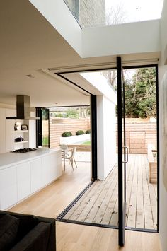 Home Architecture Victorian House – London. Photo courtesy of William Tozer Architecture & Design. Victorian House London, Victorian Homes, Victorian Terrace, Design Loft, Deco Design, Style At Home, Indoor Outdoor Kitchen, Outdoor Spaces, Outdoor Kitchens