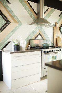 Kitchen with Textured Subway Tile from the Essentials Collection by Mission Stone & Tile chevron subway walls Subway Tile Kitchen, Subway Tiles, Subway Tile Patterns, Art Deco Kitchen, Cocinas Kitchen, Tiles Texture, Diy Décoration, Kitchen Pictures, Kitchen Remodeling