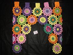 Linda cortina florida em crochê confeccionada com linha 100% algodão. <br>Tamanho 70x70. <br>Feito na medida e na cor desejada.