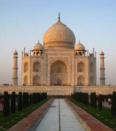 Le Taj Mahal en Inde,  l'une des 7 merveilles du monde moderne