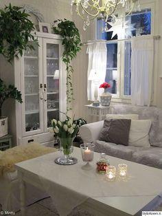 olohuone,valkoinen sisustus,ektorp,maalaisromanttinen