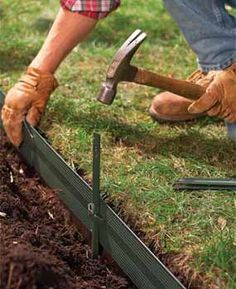 Easy, attractive lawn edging ideas for your yard and garden! Learn how to edge a lawn with our tips for stone, pavers & metal lawn edging. Metal Lawn Edging, Garden Border Edging, Garden Borders, Plastic Garden Edging, Rock Edging, Grass Edging, Lawn And Garden, Garden Beds, Sloped Garden