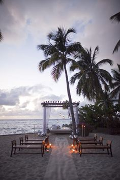 Now this is a destination wedding! <3 Someone invite me to their wedding!!!