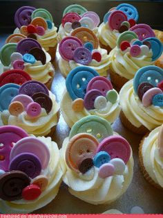 "going to make her these cupcakes in pink velvet with green frosting that says ""little, you're cute as a button!"" Or maybe lalaloopsy themed cupcakes! Yummy Cupcakes, Cupcake Cookies, Fondant Cupcakes, Fondant Toppers, Cupcake Wrappers, Cupcakes Para Baby Shower, Beautiful Cakes, Amazing Cakes, Gorgeous Gorgeous"