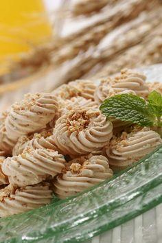 Resep/Dapur Uji/Foto/Food Stylist:Budi Sutomo Semprit Sagu Bahan: Tepung sagu tani/kanji/tepung tapioka 600 g Margarin 350 g Gula halus 3...