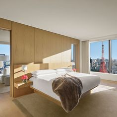 Tokyo's luxury hotels are already in a class of their own, but Ian Schrager's Edition brand is a welcome addition all the same. It's a natural next step, and not just a business decision: Schrager's hotels and nightclubs have long borne a seldom-noticed Japanese influence. More upscale than his original Schrager-branded boutique hotels, and more stylish than its staid luxury-hotel competition, the Tokyo Edition, Toranomon occupies a place all its own in the Japanese capital's hotel scene. Tokyo Hotels, Hotel Architecture, Hotel Interiors, Beautiful Hotels, Hotel S, Ian Schrager, Interior Design, The Originals, Kengo Kuma
