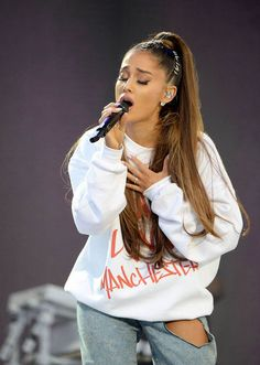 Ariana Grande at One Love Manchester | @sabaribello