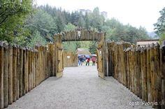 Stredoveká dedina pri Strečne - Vyletik.eu #atrakcie #zaujimavosti #slovensko #slovakia #cestovanie #travel #interest Pergola, Outdoor Structures, Day, Outdoor Pergola
