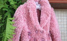 Çok çok çok güzel bir hırka. Manto olarak giyeceği bir model. Bebek örgü modellerinden manto yapılışı. Hırka olarak da kullanabilirsiniz. Aynı şekilde fark