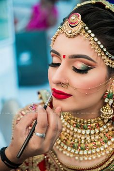New Ideas Fashion Photography Jewelry Style 63 New Ideas Fashion Photography Jewelry Style Bridal Makeup Images, Best Bridal Makeup, Bridal Makeup Looks, Bride Makeup, Indian Wedding Makeup, Indian Makeup, White Lipstick, Indian Wedding Couple Photography, Makeup Photography