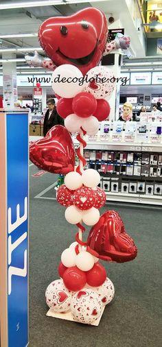 Ideas para decorar tu tienda en San Valentin. Columnas que dan la Bienvenida a sus clientes.