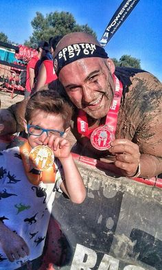 Orgulloso con mi amado hijo, los dos participamos por primera vez en una Spartan y ahi teneis el resultado No podría ser más feliz