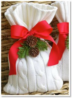 no sew sweater gift bag DIY ♥ http://felting.craftgossip.com/2013/12/10/christmas-gift-or-treat-bags-from-old-sweaters-diy/