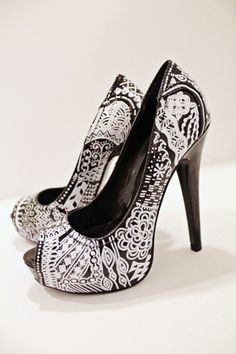 Zentangle High Heels - Bring a boring pair of black pumps to life with this creative wearable craft project.