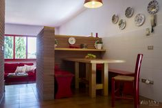 Indoor dining area. Zona pranzo interna