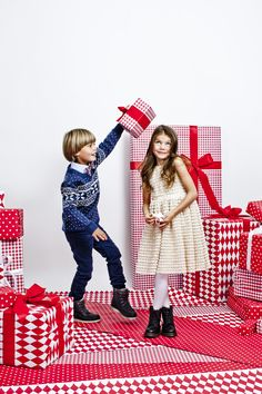 Pin by susana cano on kids editorials рождество, фотосессия, Christmas Fashion, Christmas Baby, Christmas Minis, Christmas Photos, Xmas, Christmas Editorial, Christmas Campaign, Christmas Photography, Mode Editorials