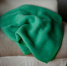 Vintage Tetem blanket - vintage dutch blanket made in Holland. Bright green. Two shades of green one on each side...vintage 70s fantastic blanket.