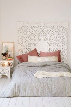 Mandala headboard? Yes please! -- could do something like this with canvas and knife!