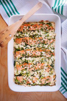 Zapiekanka prosta w przygotowaniu, sycąca, a przyrządzana na bazie warzyw świetna propozycją na dietetyczny obiad. Z zielonych warzyw i wędzonego łososia.
