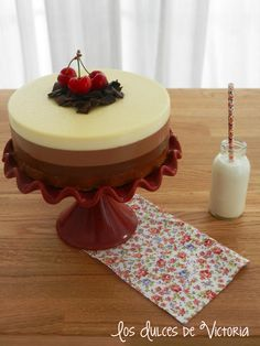 Tarta de 3 chocolates No Cook Desserts, Dessert Recipes, Sugar Love, Cupcakes, Chocolate Lovers, Cheesecakes, Jelly, Dishes, Cookies