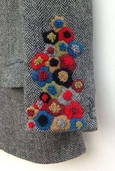 Читайте також Фантастична сукня з вишивкою гладдю Ідеальна вишита сукня! Схеми вишивки квітів(29 схем) Простий декор одягу перлинками Брошки вишиті бісером 100 схем вишивки Великодніх … Read More