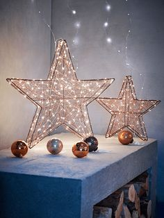 Consisting of a brown wire frame with an intricate weave of copper wire and naked wire lights, our Copper Wire Stars make a beautiful decorative accent for your tabletop or mantelpiece.