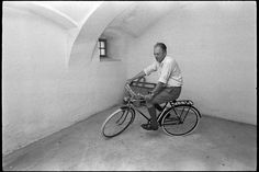 Thomas Bernhard, Baby Strollers, Bicycle, Cool Stuff, Children, Artists, Photography, Men, Cultural Diversity