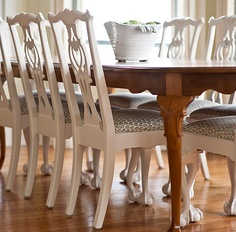 Traditional wooden table with white laquer chairs/graphic fabric - Elizabeth Newman